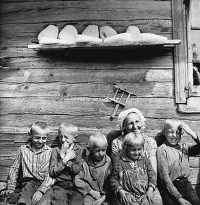 Lithuanian Family, 1967 © Antanas Sutkus, Russian Tea Room Gallery