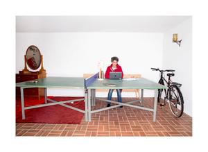 Ester Barinaga, University professor. Homeoffice at the pingpong-table.