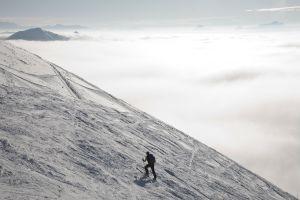 Skieur en route vers le sommet, Gruyère.