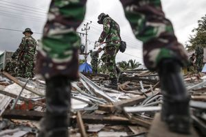 Indonesian National Armed Forces (TNI) clearing the rubble of collapsed buildings following the earthquake in Pidie Jaya, Aceh province, on December 10, 2016.
