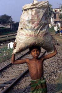 © 2014, Stephen Shames —v Bangladesh. Collects trash.