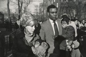 Central Park Zoo, New York, 1967 © Garry Winogrand. Courtesy of Fraenkel Gallery.