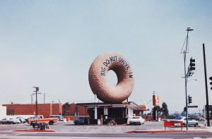 Big Donut Drive-in, Los Angeles, um 1970. Courtesy of the artists and Venturi, Scott Brown and Associates, Inc., Philadelphia.