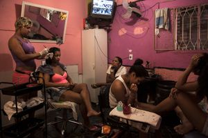 A hair dressing salon in Dona Marta, another favela. Private enterprises are rare inside the favelas and are often limited to small groceries stores. © Manu Valcarce