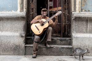 Sitting on the road, Havana