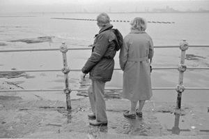 """Older Mersey Couple. From the exhibition """"Landscapes"""" © Tom Wood"""