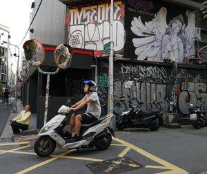 4 Taipei street life Graff