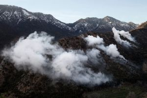 Smoke from white phosphorous mortars used by U.S. Army to deter insurgents from engaging them is used during a patrol in the Korengal Valley, Afghanistan on March 31, 2009. © Adam Ferguson
