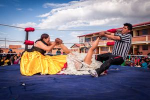 Silvina La Poderosa and referee punish Reyna Torres. Cholitas fight have always a dramatic storyline that the referee is there to help the bad cholita and he usually even participate on the fight. But as many other stories,  most of the times the good one tends to win at the end.