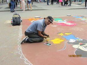 Street Painter without his fingers