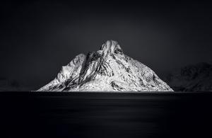 Mountain Olstind LOFOTEN